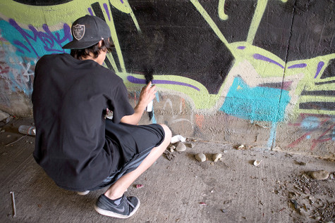Artist Rango adds drips to finish his piece.