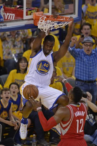 Warriors win, Curry goes down again