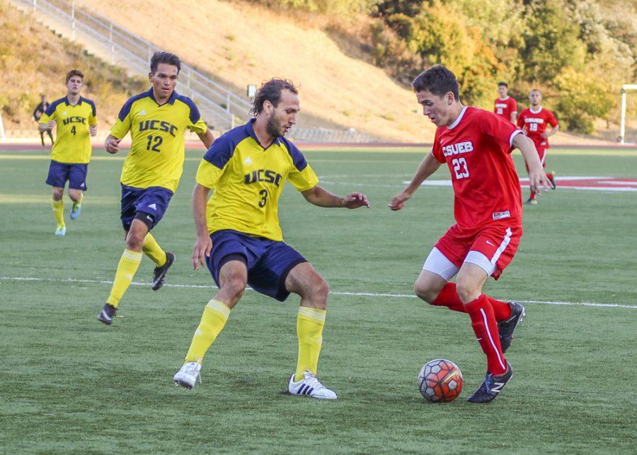 Soccer+teams+slug+it+out+with+Santa+Cruz