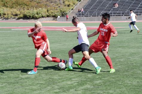 Men's soccer team cruises past Santa Cruz