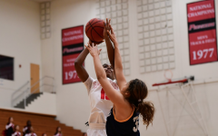 Women's basketball win streak snapped