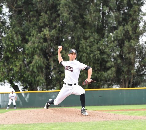 East Bay splits doubleheader against Dominguez Hills