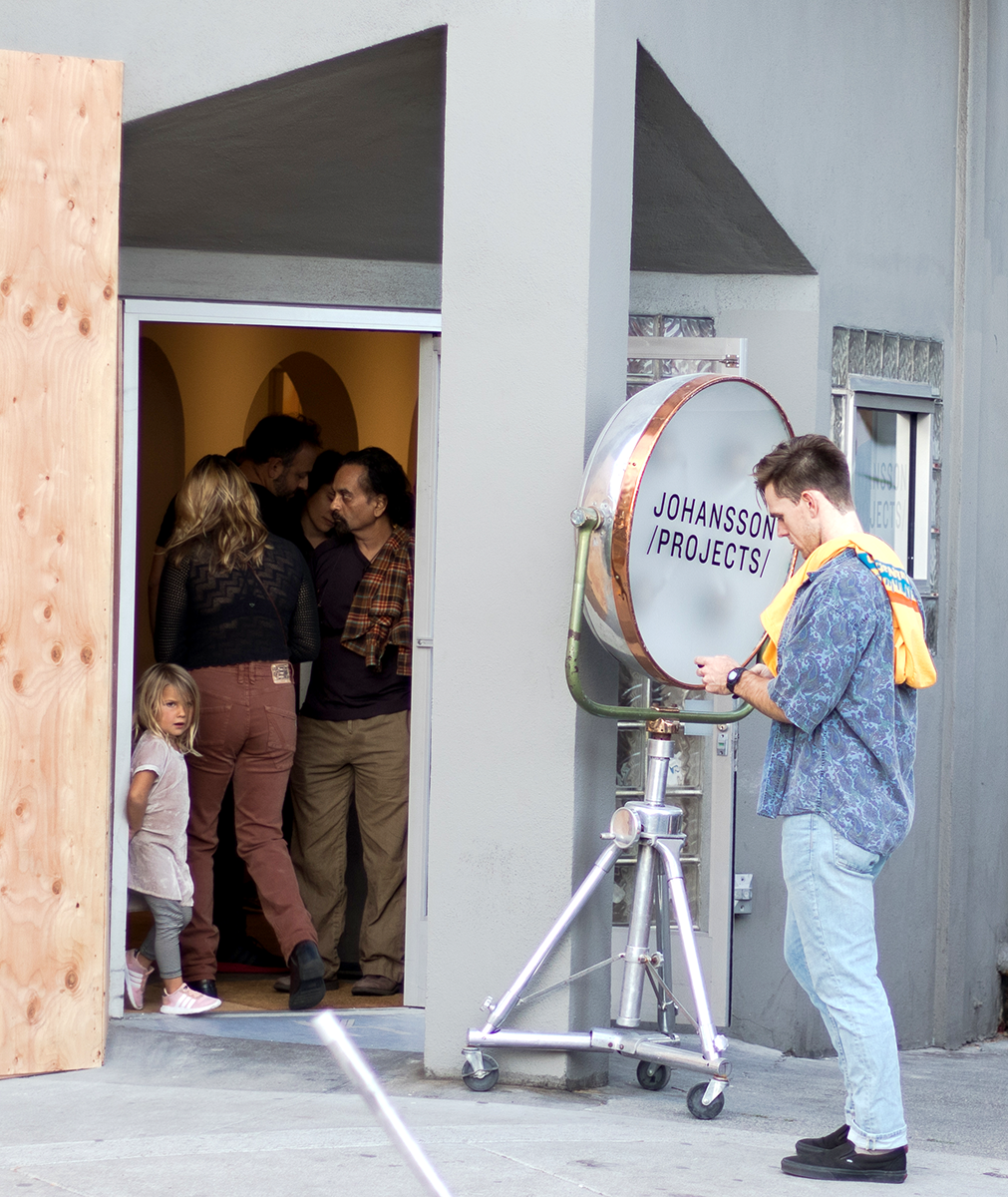Event+go-ers+of+all+ages+crowd+the+entrance+of+Johansson+Projects%2C+an+art+gallery+participating+in+Oakland+Art+Murmur.