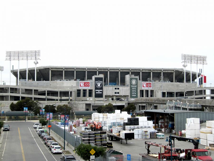 Oakland+files+lawsuit+against+Raiders%2C+NFL