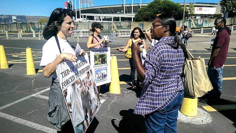 Many parents averted their own eyes or covered their children's eyes, reluctant to view the accusations of Ringling's abuse of elephants. Some circus goes engaged the protesters.