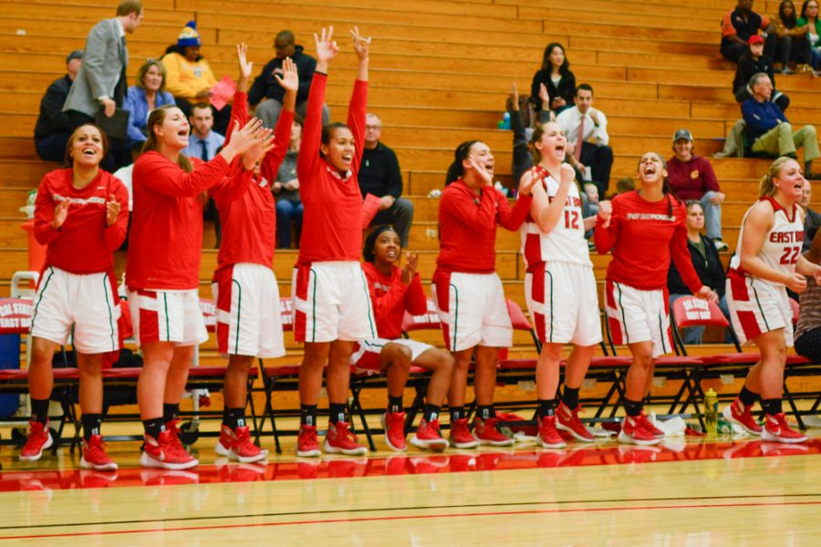 Women's basketball goes 1-1 over the holiday weekend