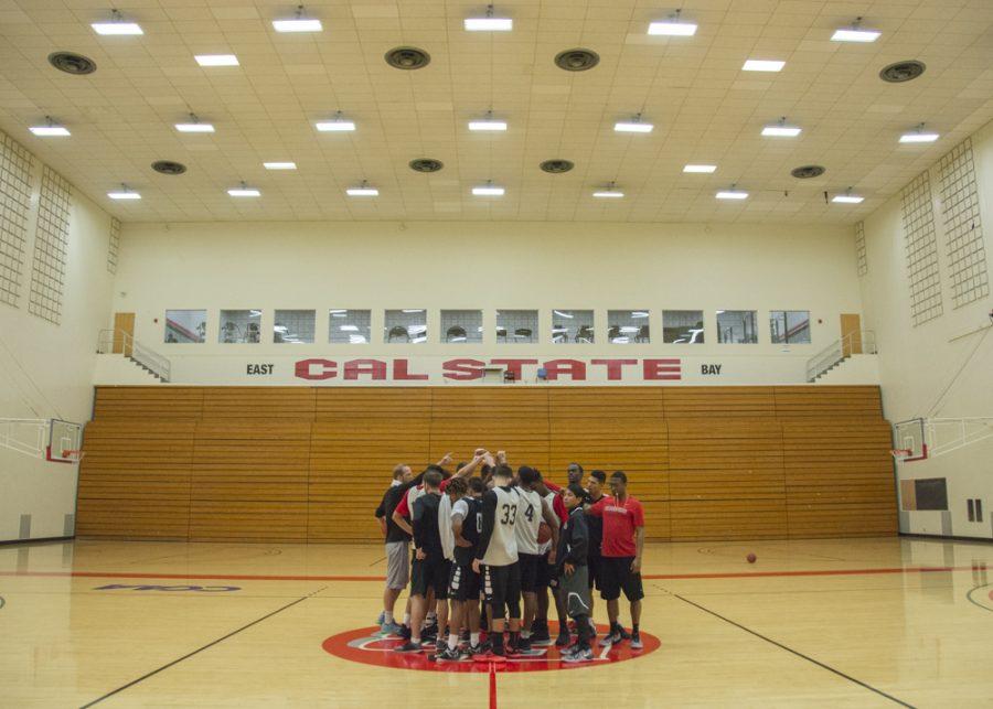 Men's basketball ends six-game win streak