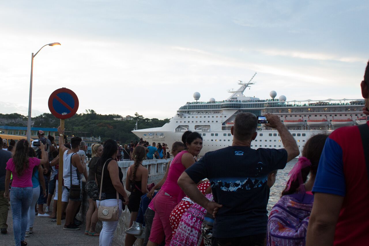 Cuban+locals+say+goodbye+to+those+aboard+the+cruise+ship+leaving+Havana.