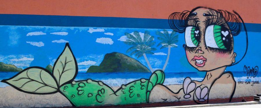 Artista pinta monas sobre paredes de la área de la bahía