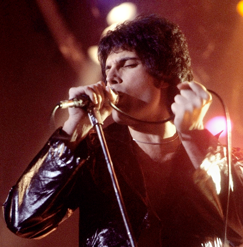 Freddie Mercury performing in New Haven, CT, November 1977.
