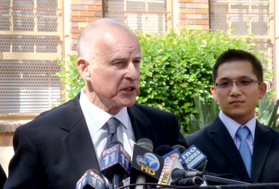 Governor+Jerry+Brown+gives+a+press+conference.