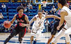 Men's basketball starts season off 2-0