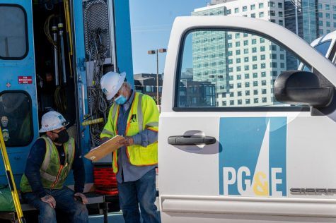PG&E Cuts Off Power in East Bay as High Winds Gust the Region
